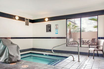 Indoor pool with hot tub | Comfort Suites Old Town Scottsdale