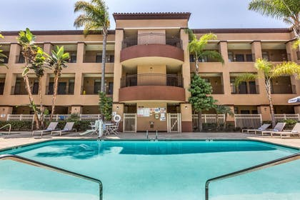 Relax by the pool | Quality Suites San Diego SeaWorld Area