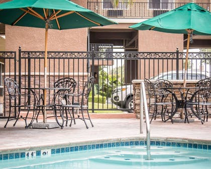 Relax by the pool | Quality Inn & Suites Anaheim Maingate