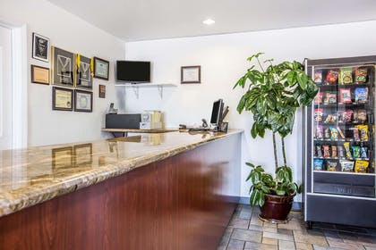 Front desk | Econo Lodge Inn & Suites near China Lake Naval Station