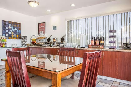 Breakfast room | Econo Lodge Inn & Suites near China Lake Naval Station