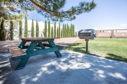 Barbecue area | Econo Lodge Inn & Suites near China Lake Naval Station