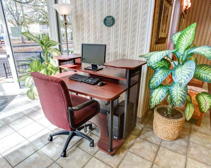Business center with high-speed Internet access | Comfort Suites San Jose Airport