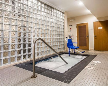 Indoor hot tub | Comfort Inn & Suites Oakland