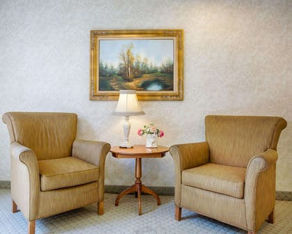 Lobby with sitting area | Comfort Inn Marina