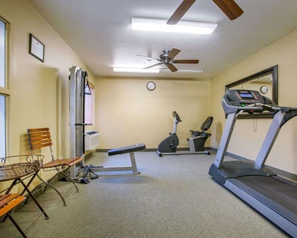 Exercise room | Comfort Inn Marina