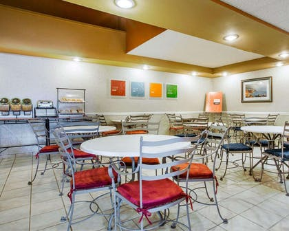 Enjoy breakfast in this seating area | Comfort Inn Marina