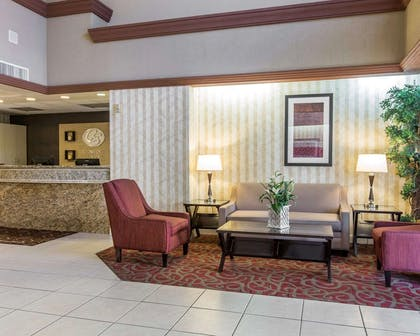 Lobby with sitting area | Comfort Suites Palm Desert I-10