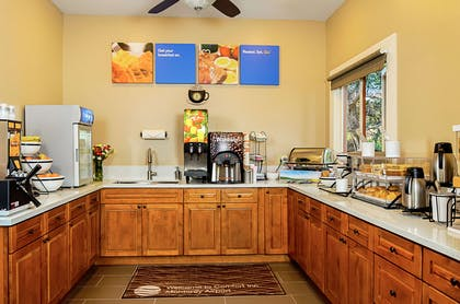Free hot breakfast | Comfort Inn Monterey Peninsula Airport