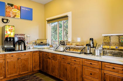 Breakfast counter | Comfort Inn Monterey Peninsula Airport