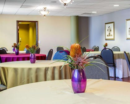 Enjoy breakfast in this seating area   Villa Montes Hotel, an Ascend Hotel Collection Member
