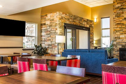 Hotel lobby | Comfort Inn & Suites Redwood Country