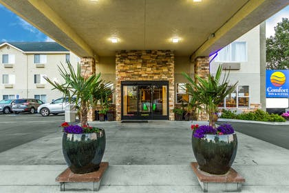 Hotel exterior | Comfort Inn & Suites Redwood Country