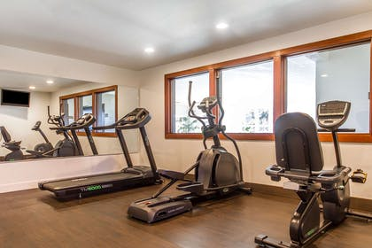 Fitness center | Comfort Inn & Suites Redwood Country