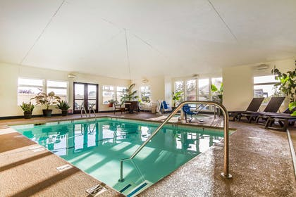 Indoor pool | Comfort Inn & Suites Redwood Country