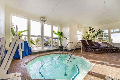 Indoor hot tub | Comfort Inn & Suites Redwood Country