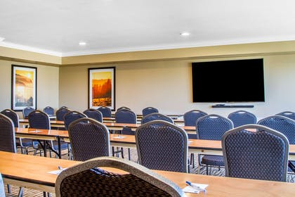 Meeting room | Comfort Inn & Suites Redwood Country
