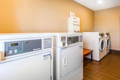 Guest laundry facilities | Comfort Inn & Suites Redwood Country