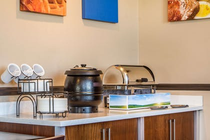 Breakfast area | Comfort Inn & Suites Redwood Country