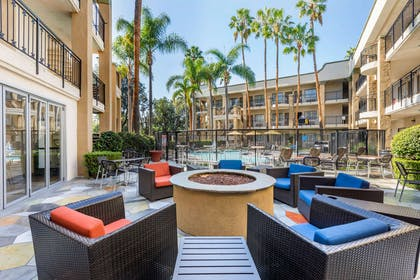 Patio | Comfort Inn & Suites Orange County John Wayne Airport