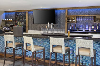 Hotel bar   The Cove Hotel, an Ascend Hotel Collection Member