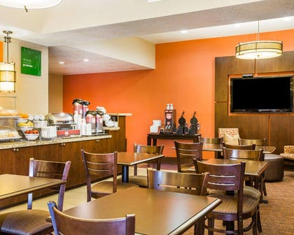 Free breakfast with waffles | Comfort Suites