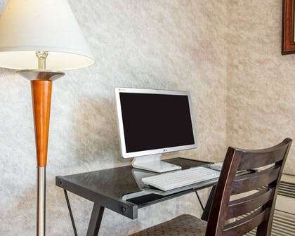 Business center with free wireless Internet access | Comfort Inn Yosemite Area