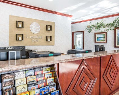 Front desk | Comfort Inn Yosemite Area