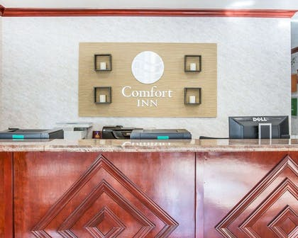 Front desk with friendly staff | Comfort Inn Yosemite Area