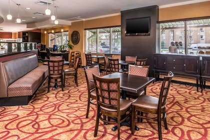 Enjoy breakfast in this seating area   Comfort Suites Ontario Convention Center