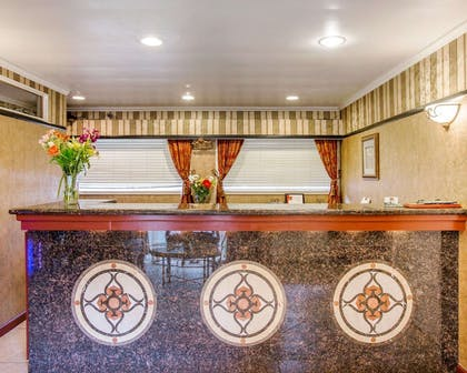 Front desk   Clarion Collection