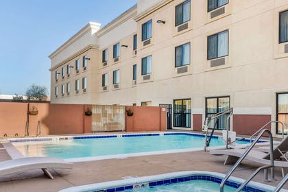 Outdoor pool and hot tub   Comfort Suites Barstow near I-15