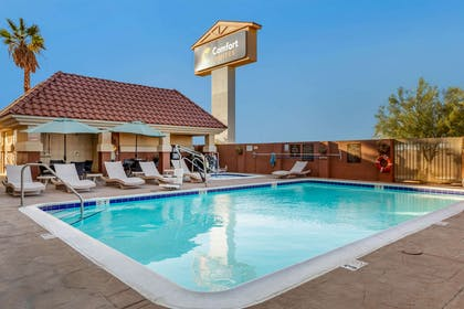 Outdoor pool   Comfort Suites Barstow near I-15