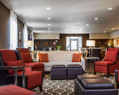 Lobby with sitting area | Comfort Suites Woodland - Sacramento Airport