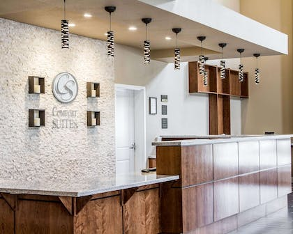 Front desk with friendly staff | Comfort Suites Woodland - Sacramento Airport