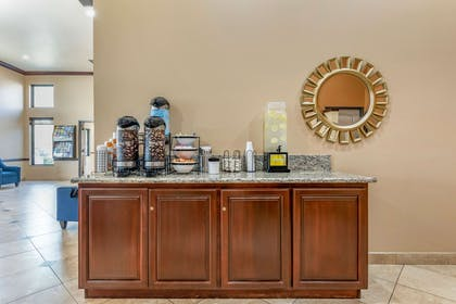 Enjoy coffee in the lobby | Comfort Inn And Suites Colton