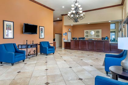 Hotel lobby | Comfort Inn And Suites Colton