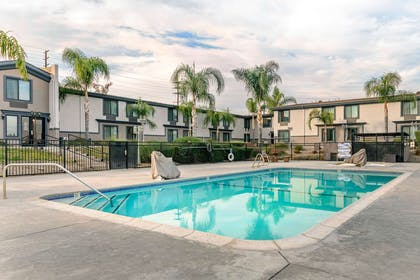 Outdoor pool | Comfort Inn And Suites Colton