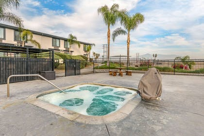 Outdoor hot tub | Comfort Inn And Suites Colton
