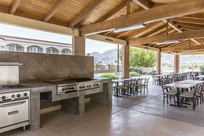 Barbecue area | Rodeway Inn & Suites 29 Palms Near Joshua Tree National Park