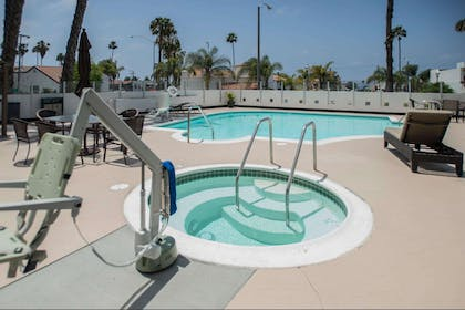 Outdoor pool   The Volare, an Ascend Hotel Collection Member