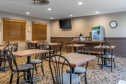 Breakfast seating | Quality Inn
