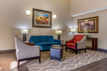 Lobby with sitting area | Comfort Suites Lakewood - Denver