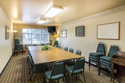Meeting room | Quality Inn & Suites Summit County