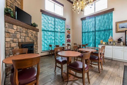 Enjoy breakfast in this seating area | Quality Inn & Suites Summit County