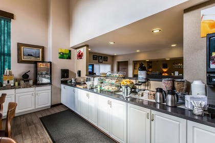 Breakfast counter | Quality Inn & Suites Summit County