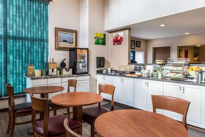 Spacious breakfast area | Quality Inn & Suites Summit County