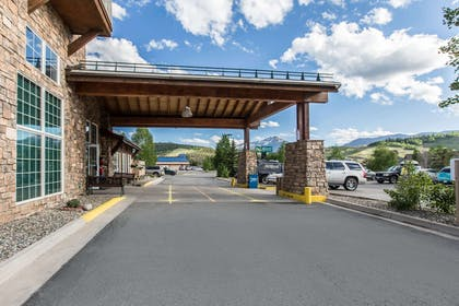 Hotel exterior | Quality Inn & Suites Summit County