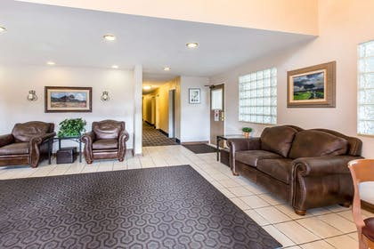 Lobby with sitting area | Quality Inn & Suites Summit County