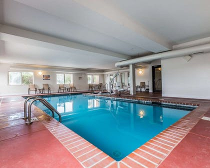 Indoor pool | Quality Inn And Suites